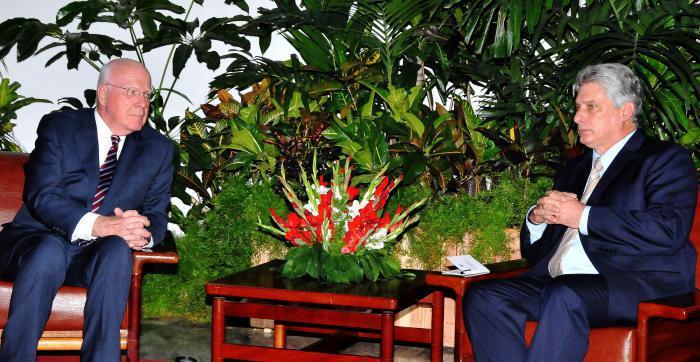 Recibe Primer Vicepresidente cubano a senadores de Estados Unidos