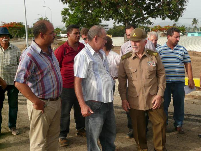 Valoró Ramiro Valdés programa de la vivienda y otras obras en Santiago de Cuba