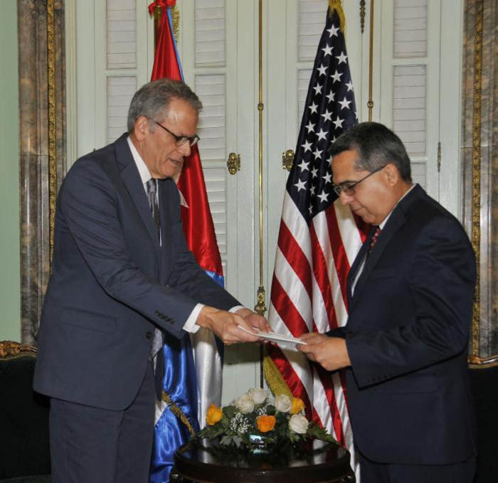 Ministro de Relaciones Exteriores interino recibió carta de Presidente de los EE.UU. dirigida al presidente de Cuba