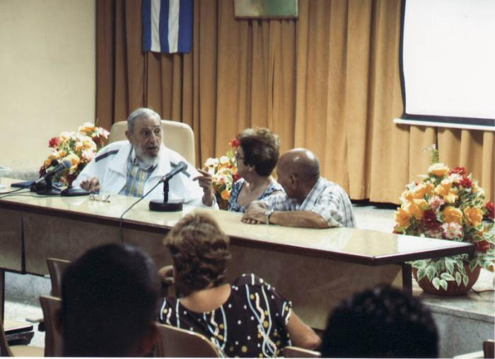 Visita Fidel el Instituto de Investigaciones de la Industria Alimenticia