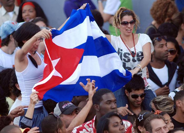 Jóvenes cubanos celebran aniversario de la FEU
