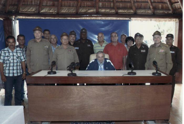 Fidel sostuvo un encuentro con oficiales y trabajadores civiles del Ministerio del Interior y las FAR