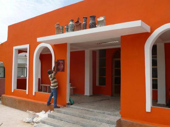 La cultura en el coraz n de santiago cuba granma for Casas decoradas x fuera