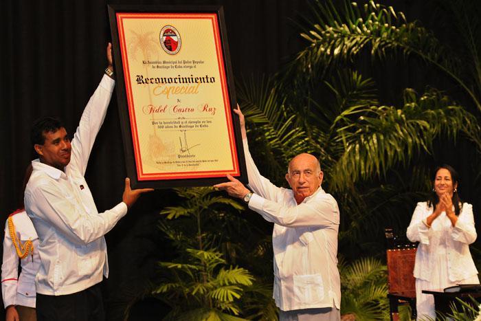 Santiago de Cuba reconoce heroicidad y ejemplo de Fidel y Raúl