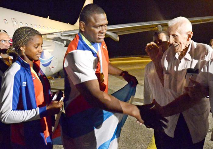 Last group of Cuban athletes return from Toronto