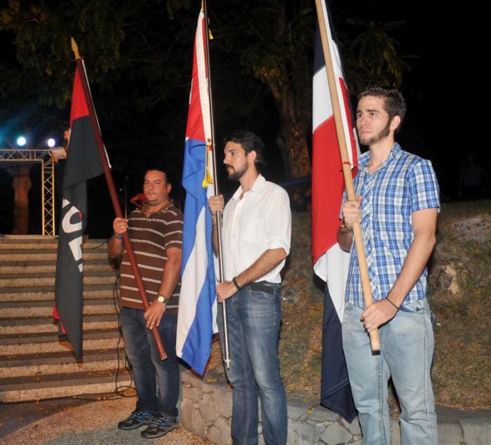 Abanderamiento de los jovenes que realisaran la marcha de Punta de Maisi al Cabo de San Antonio