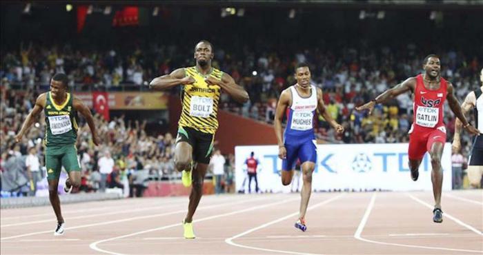 El jamaicano Usain Bolt gana la final de los 100 metros planos en el Campeonato Mundial de Atletismo de Beijing 2015.