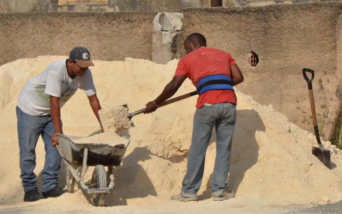 Evaluarán programa de producción y venta de materiales de la construcción