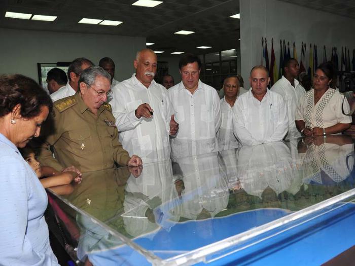 De Visitan Escuela Panamá Latinoamericana Cuba Y Medicina Presidentes QCBWoErdex