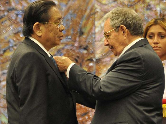Recibió Raúl al Presidente de Laos
