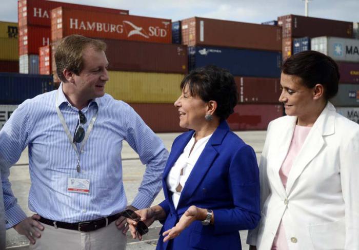 Penny Pritzquer, Secretaria de Comercio de los Estados Unidos. Visita la Zona de Desarrollo del Mariel. Ana Teresa Igarza (Directora General de la Zona de Desarrollo)
