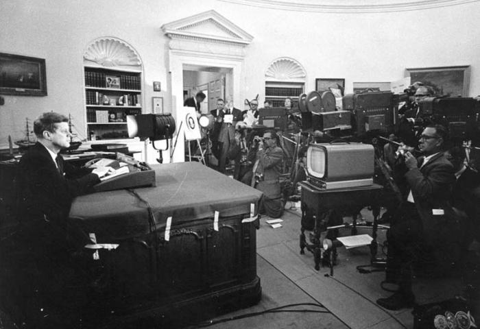 El presidente estadounidense J.F Kennedy se dirige a la nación el 22 de octubre de 1962.