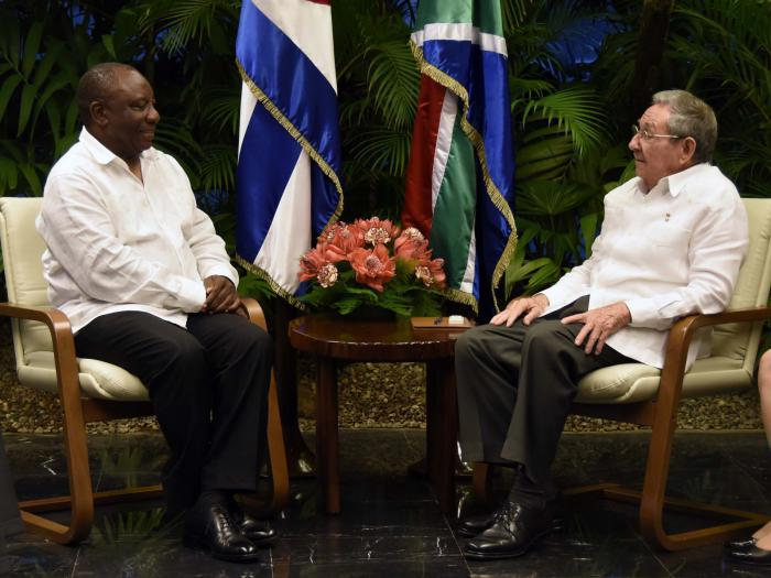Recibe Raúl Castro a Vicepresidente sudafricano