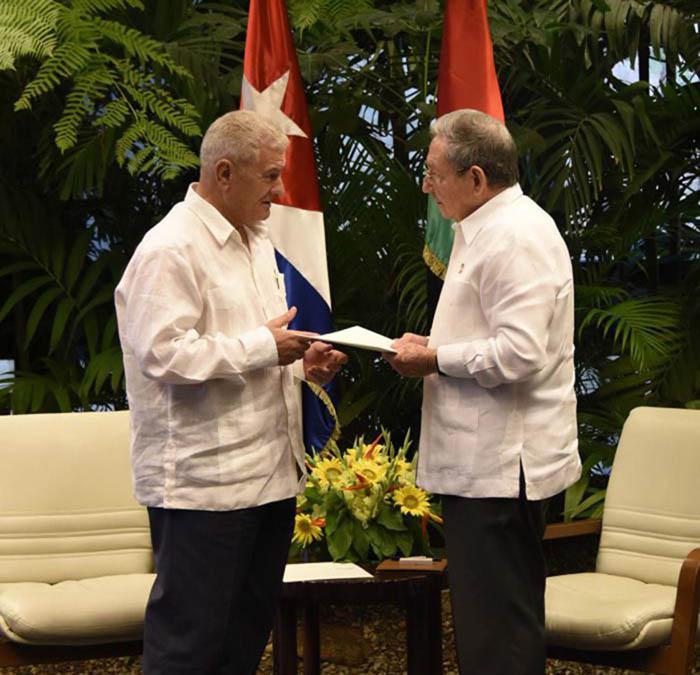 Se reúne Raúl Castro con dirigente palestino