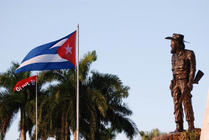 Rinden tributo a Camilo Cienfuegos por aniversario de su muerte