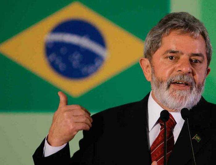 Solidaria con Lula, presidenta brasileña lo visita en su casa