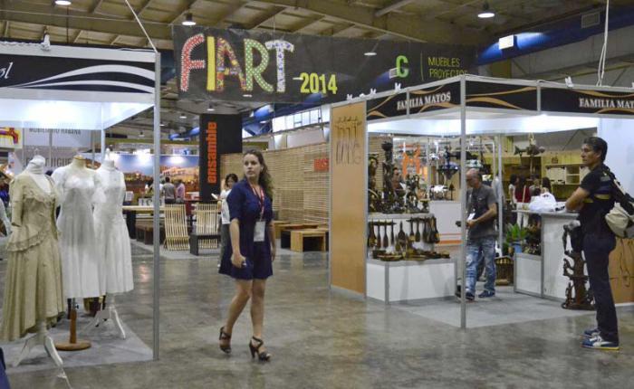 371255fafe La Feria Internacional de Artesanía de La Habana (FIART) es uno de los  pocos espacios que exhibe piezas textiles al gusto de los cubanos y