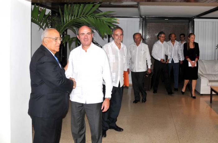 Recibe vicepresidente cubano a Ministro de Economía de España