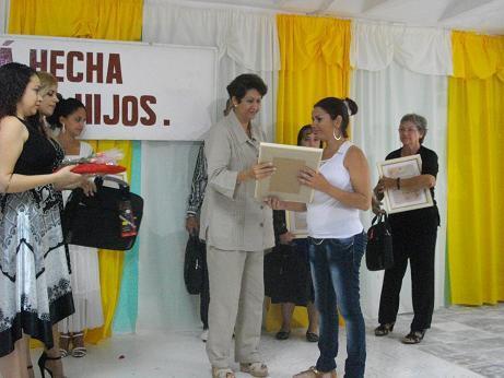 Homenaje a los educadores cubanos en su día