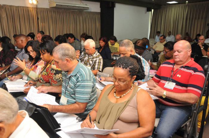 Diputados cubanos continuarán debates en comisiones de trabajo