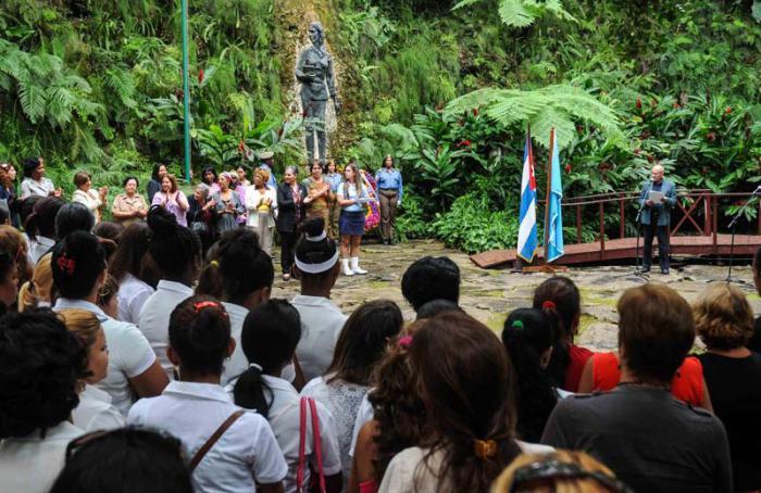 En el acto, ante el monumento erigido en el Parque Lenin,  se resaltó la figura de Celia.