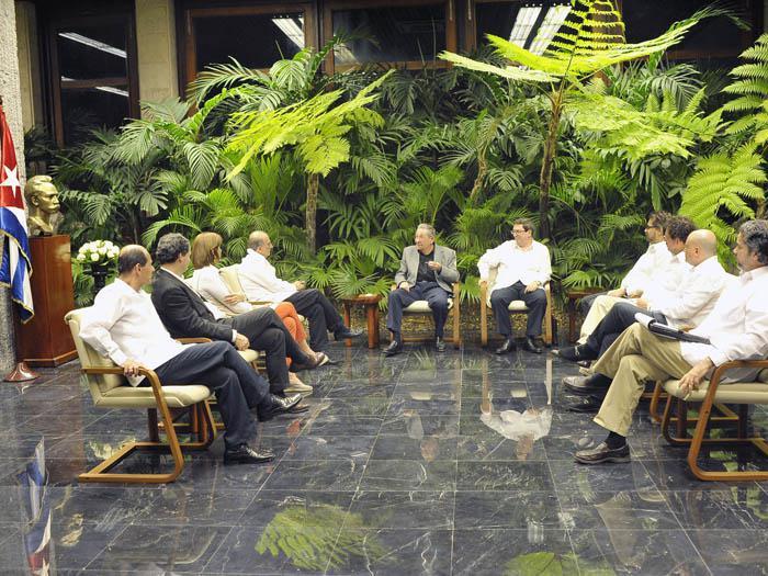 Raúl sostuvo encuentro con delegaciones de diálogo de paz de Colombia