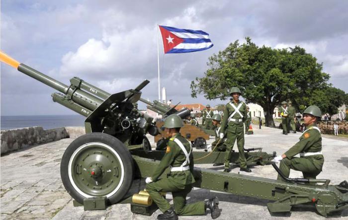 Ceremonia Militar efectuada en la Fortaleza de San Carlos de la Cabaña,  por el aniversario 163 del Natalicio de José Martí. En la que  participaron jefes, oficiales y cadetes de diferentes escuelas de las FAR, junto al pueblo.
