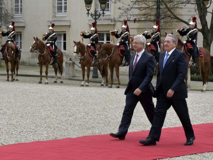 El presidente de la Asamblea Nacional, Claude Bartolone, también se reunió con el General de Ejército.