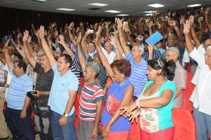 Eligen a Fidel Castro delegado al VII Congreso del Partido