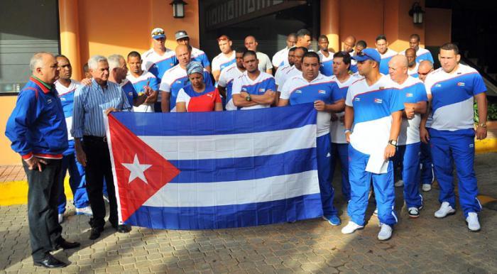 Abandonaron Yuliesky y Lourdes Gurriel la selección cubana de béisbol
