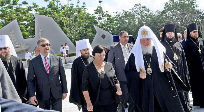 Patriarca ruso visita la tumba del soldado desconocido