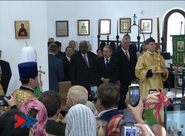 Raúl Castro asiste a divina liturgia oficiada por patriarca Kirill