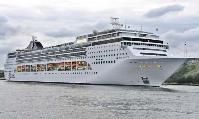 Cruceros en La habana Cuba, entrada all puerto de La habana del MSC Opera