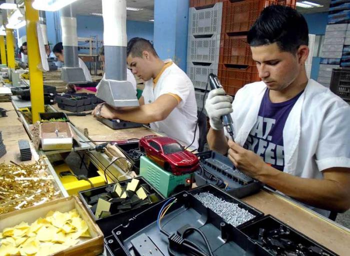 Incrementan en Pinar del Río producción de UPS para computadoras