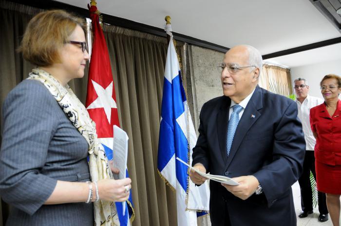 Firman Cuba y Finlandia acuerdo que regulariza la deuda cubana con ese país