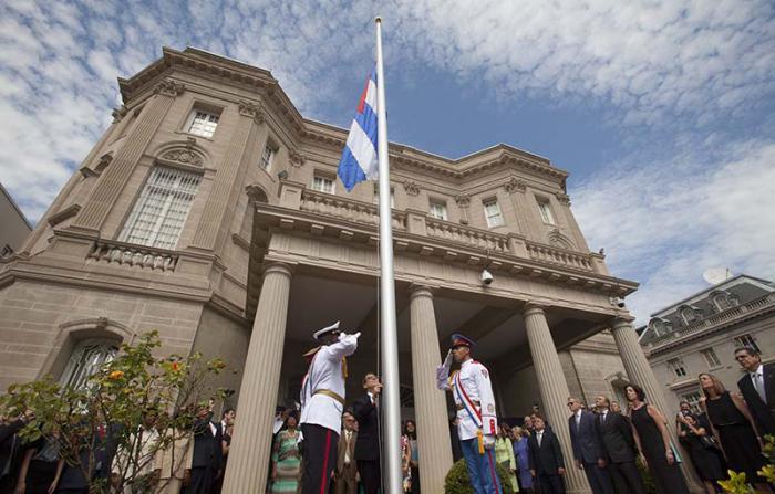 EE.UU. ordena salida de 15 diplomáticos cubanos de Washington