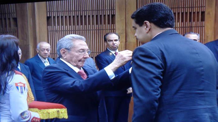 Condecorado Nicolás Maduro con la Orden José Martí