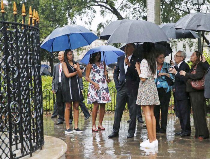 Recorre Barack Obama centro histórico de la capital cubana