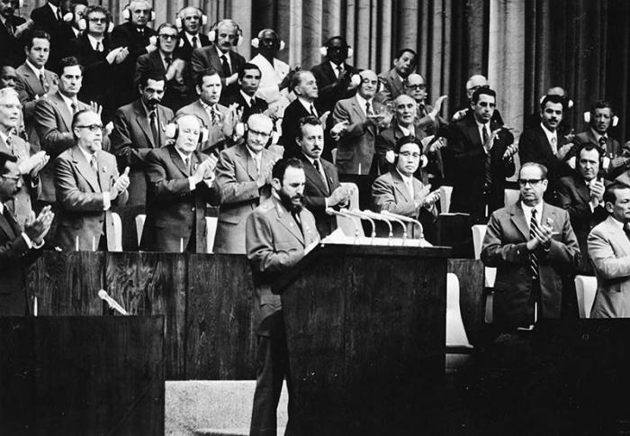 Fidel interviene en el 1er. Congreso del Partido. Diciembre de 1975.