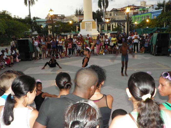 Proyecto de recreación sana alegra a la familia santiaguera