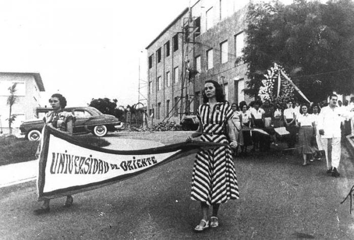 Vilma Espin durante una protesta estudiantil en Santiago de cuba, cuando era alumna de la Universidad de Oriente.