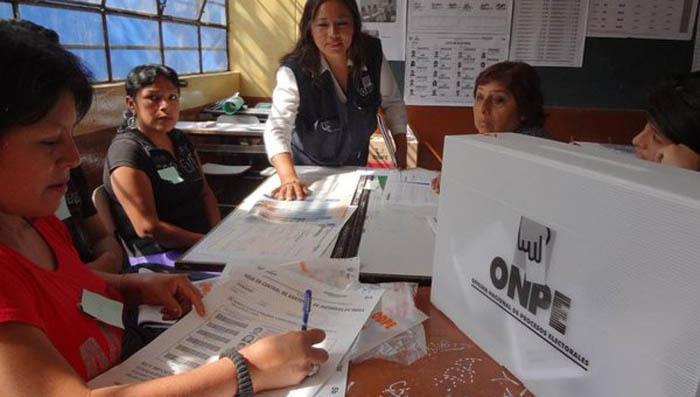 Peruanos votan con más interrogantes que certezas