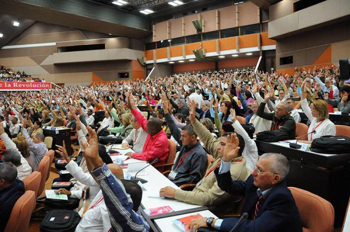Aprueban resolución sobre Informe Central al VII Congreso
