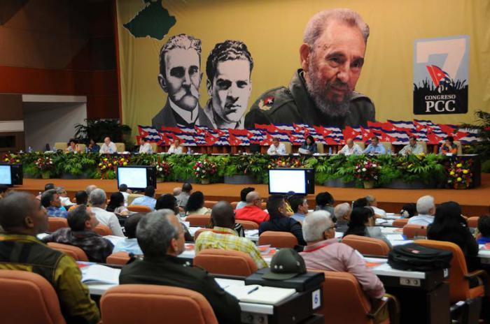 Delegados al VII Congreso debaten dictamen sobre trabajo en comisiones