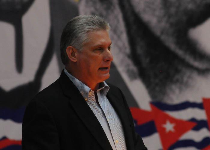 Miguel Díaz-Canel Bermúdez, miembro del Buró Político, leyó el proyecto de resolución sobre el informe central presentado por el Primer Secretario el sábado pasado. Foto: Juvenal Balán