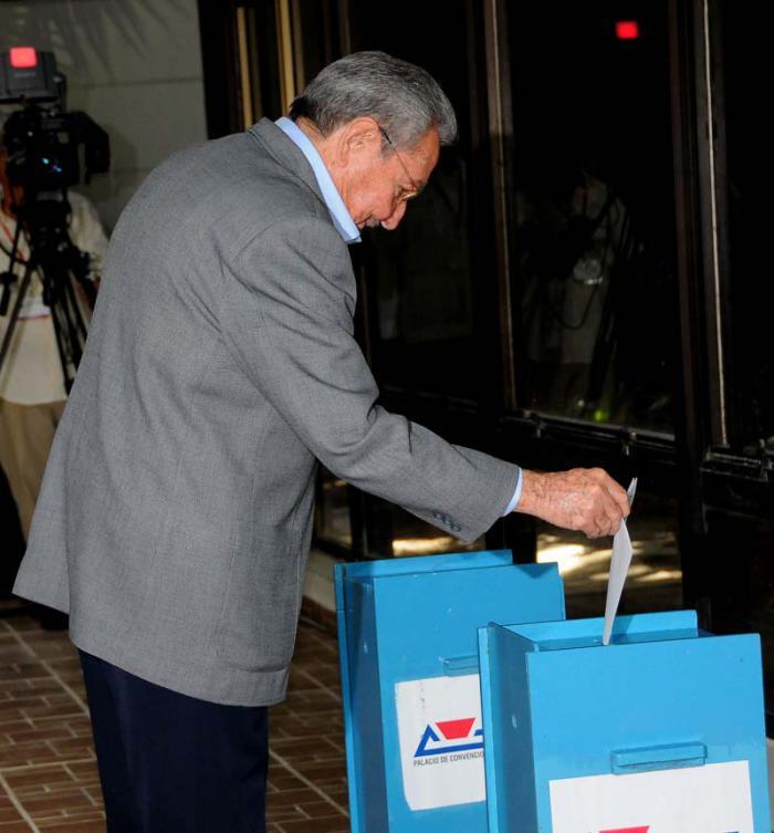 Votaron Fidel y Raúl por el nuevo Comité Central del Partido