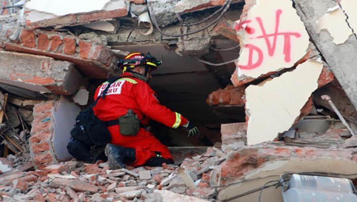 Continúa búsqueda de sobrevivientes en Ecuador tras potente sismo