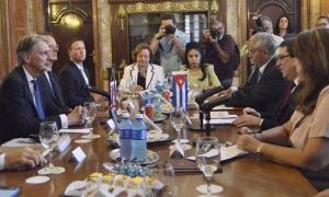 Recibimiento y conversaciones. Bruno Rodriguez Parrilla (Ministro de Relaciones Exteriores de la República de Cuba) y  Señor Philip Hammond ( Secretario de Estado de los Asuntos Exteriores  y de la Mancomunidad del Reino Unido de Gran Bretaña e Irlanda de