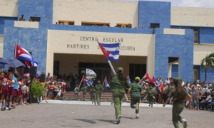 Pioneros reeditaron el asalto al cuartel Goicuría, hoy ciudad escolar.