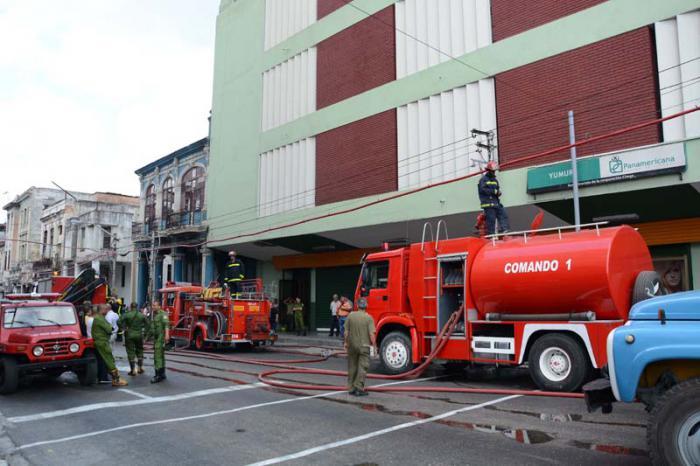 Sofocado en breve tiempo incendio en unidad comercial Yumurí en La Habana